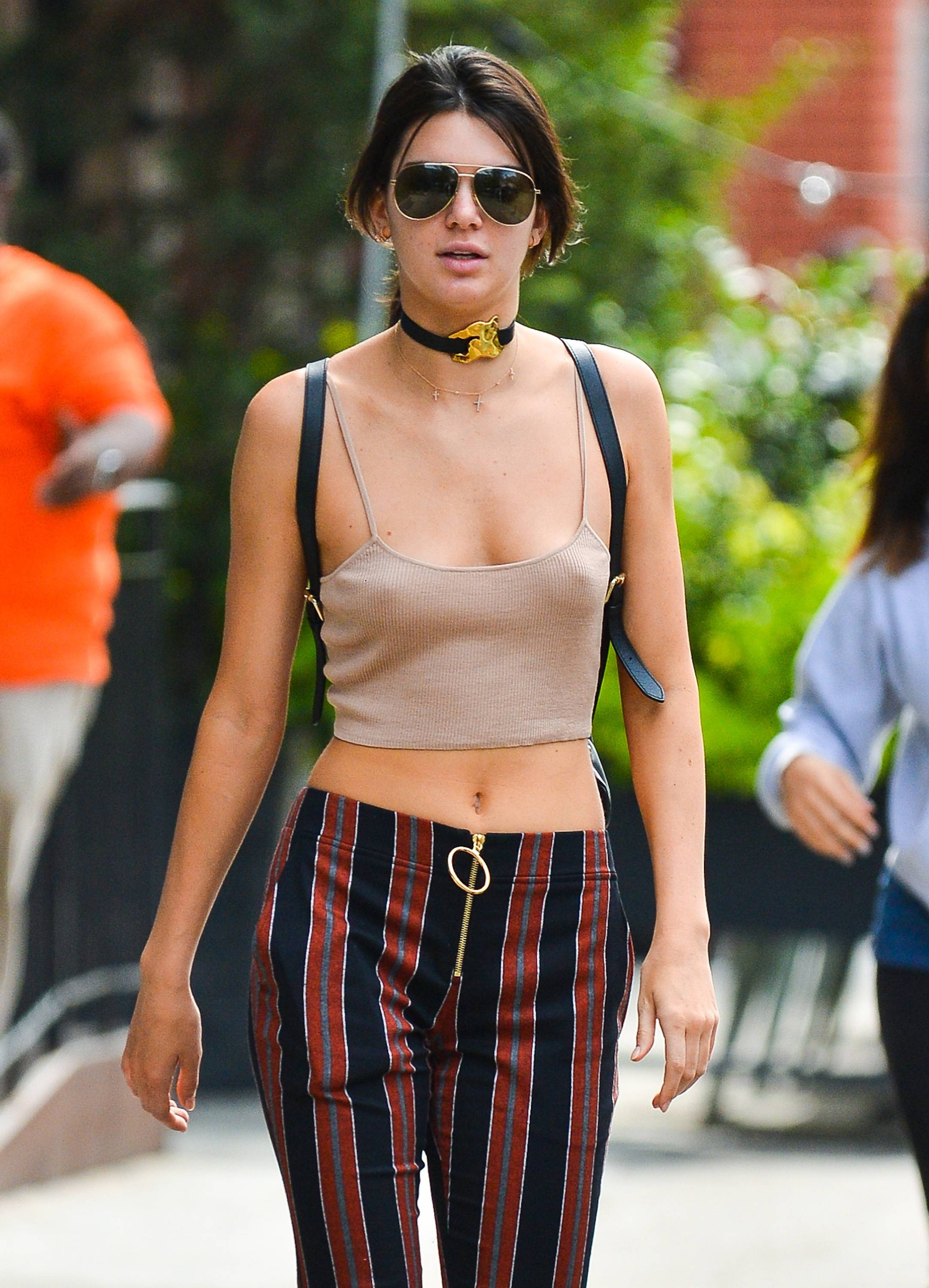 Kendall Jenner With No Bra In This Sexy Tank Top -5255