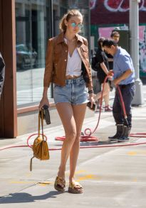 gigi-hadid-out-and-about-in-new-york-09-04-2016_9