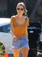 alessandra-ambrosio-in-denim-shorts-out-in-los-angeles-10-14-2016_12