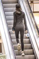 kendall-jenner-in-tights-shopping-23
