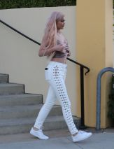 kylie-jenner-out-and-about-in-calabasas-10-06-2016_4