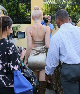 kylie-jenner-out-for-lunch-in-calabasas-10-07-2016_25
