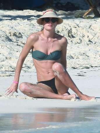 doutzen-kroes-in-bikini-2016-32