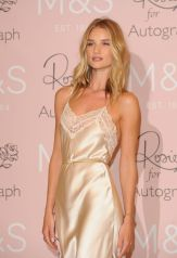 rosie-huntington-whiteley-at-launch-of-her-new-fragrance-in-london_12