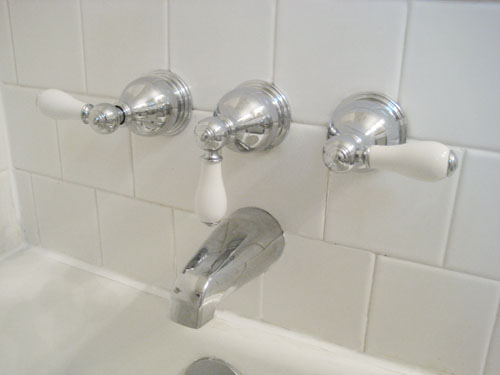 clean vintage bathroom tiles & caulk more cleanly with painter's tape