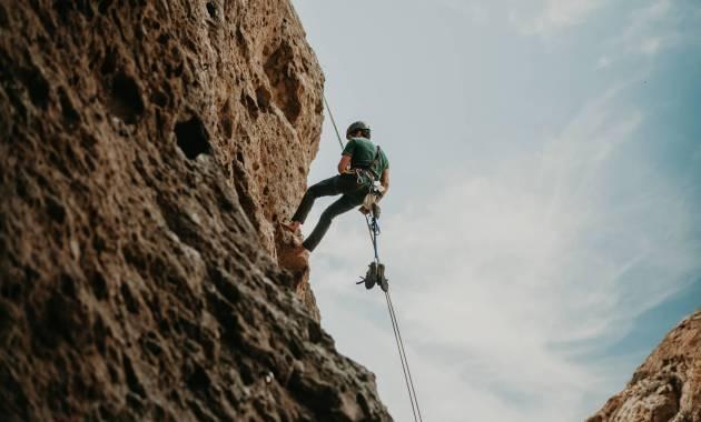 man rope cliff california