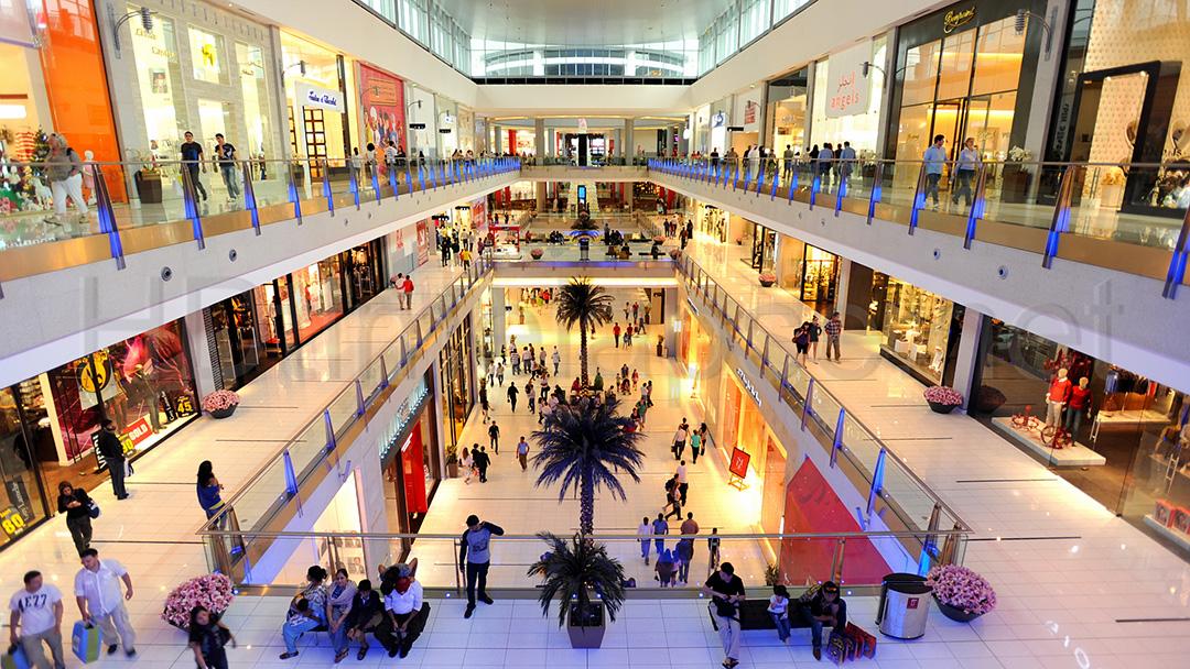 Подростки в торговых центрах
