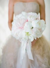 Blush-and-white-peonies-bouquet-ideas
