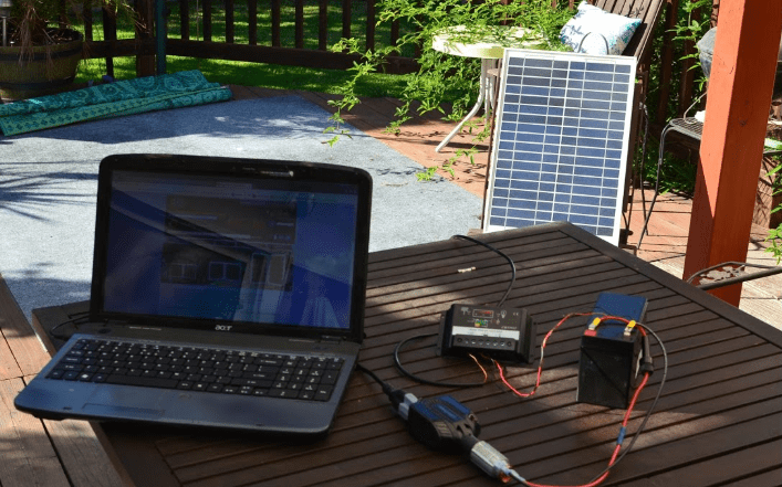 Solar charging kit for charging a laptop without a charger