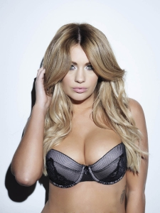 lucy collette topless  photos19 - Holly Peers awesome outtakes for Nuts Magazine