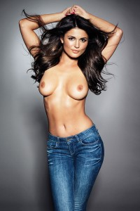 India Reynolds2 - India Reynolds topless in jeans for Page 3