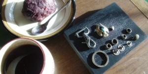 ひと揃いのキーホルダーの金具