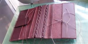 手縫い途中のレザーブックカバー