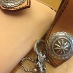 ビッグコンチョの長財布とキーホルダー