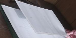 2枚の工作用紙と方眼用紙を接着しました
