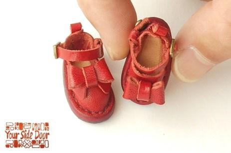 靴底が強力なマグネットシートでできています