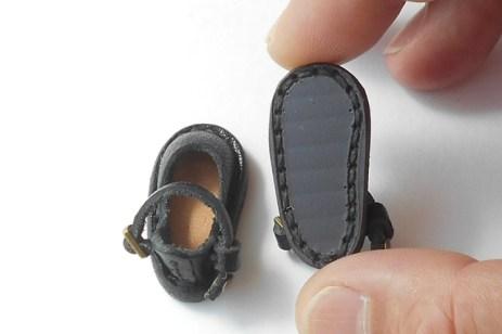靴底は工業用マグネットシートです