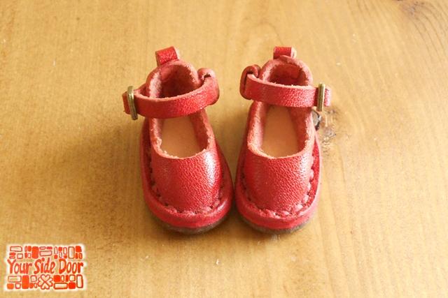 人形用の赤い靴です