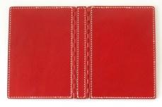 アニリン仕上げ革の艶やかな赤です