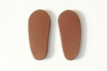 マグネットの足痕です