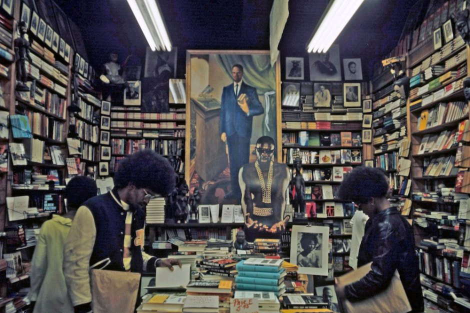 Harlem: The Ghetto. New York City- Harlem- juillet 1970: le ghetto; une librairie afro-amÈricaine exaltant le 'Black Spirit'. (Photo by Jack Garofalo/Paris Match via Getty Images)