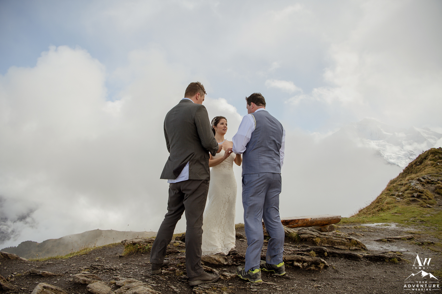 Couple getting married on top of the Männlichen summit in the clouds