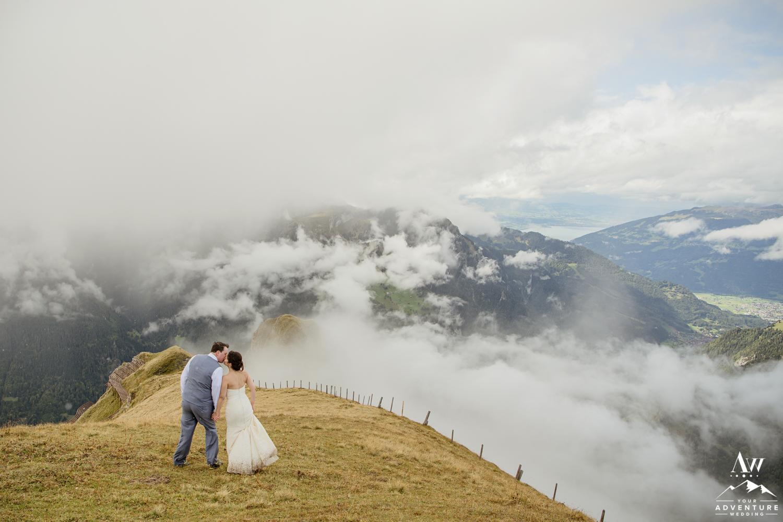Couple kissing at the Männlichen Summit