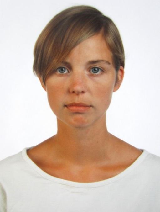 """Thomas Ruff: """"Portrait 1989 (I. Graw)"""", 1989 / 2012, C-Print, limitierte Auflage 150 Exemplare, handsigniert und nummeriert en verso, Bildformat: 30 x 22 cm"""
