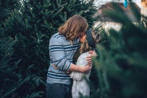couple secret kiss