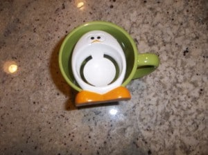 Joie egg separator does not fit on large green mug.