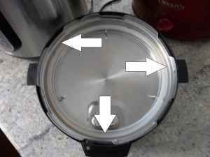 The arrows point to the lid interlocking mechanism.