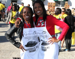 Omarosa joined a team of volunteers to pass out thousands of turkeys to low income families in South Central LA