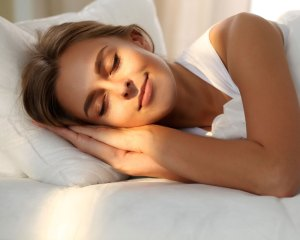 Yes, You Can Lose Weight by Going to Sleep Earlier