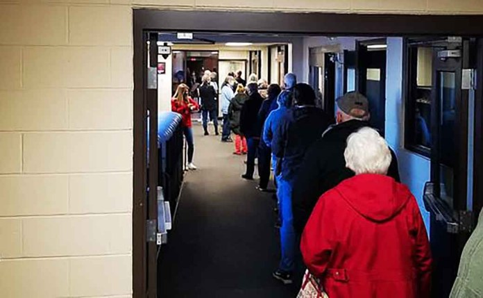 Warren County Voters Hit the Polls Early