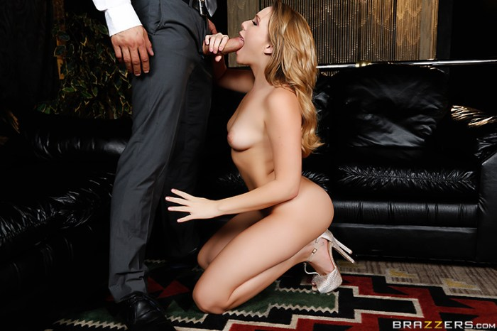 Mia Malkova - Mia Gets Closer