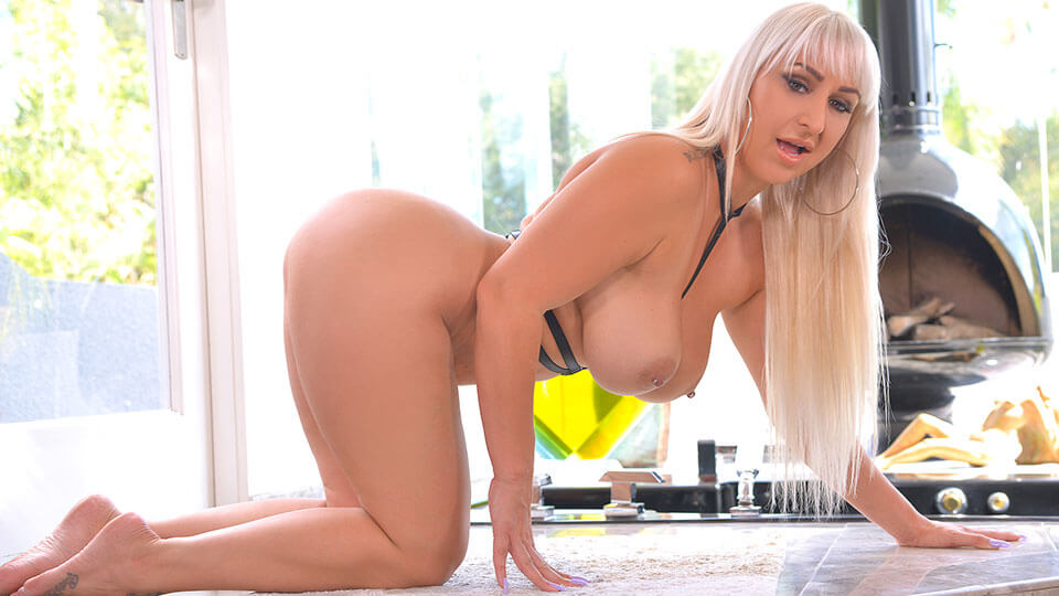 Nina Kayy - Lonely And Horny
