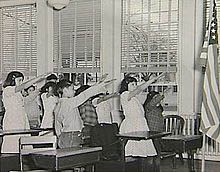 until 1942 the nazi salute accompanied the pledge of allegiance