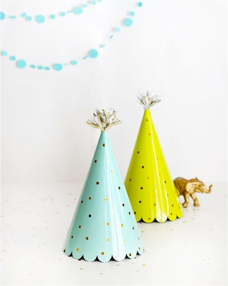 """DIY easy childrens party hats"""