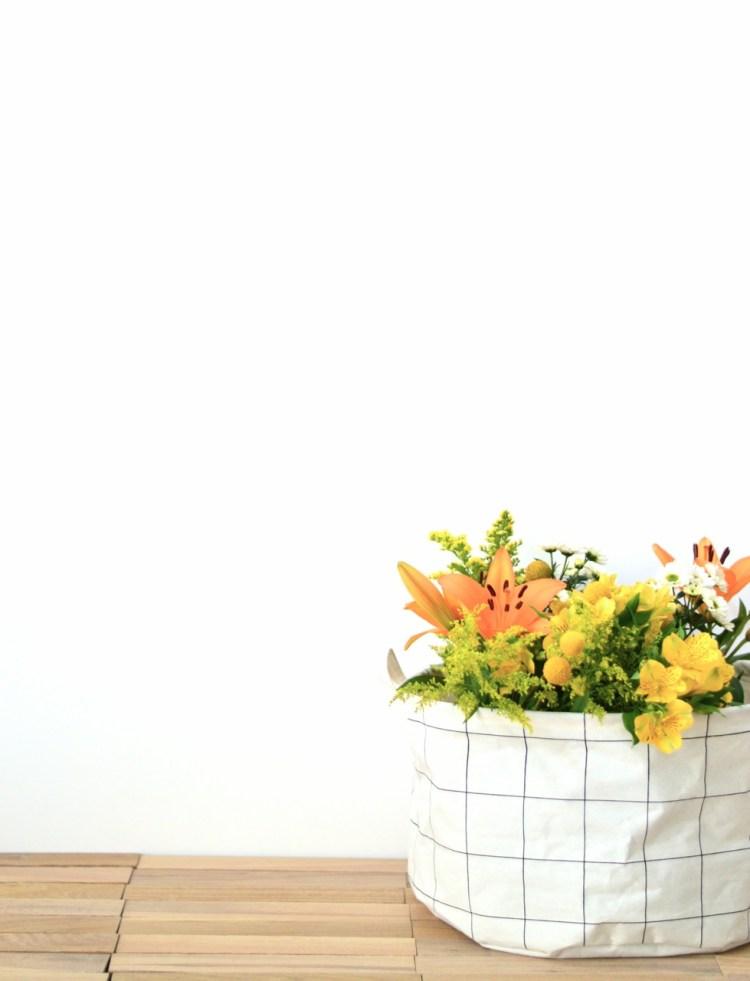 unusual ways to display flowers