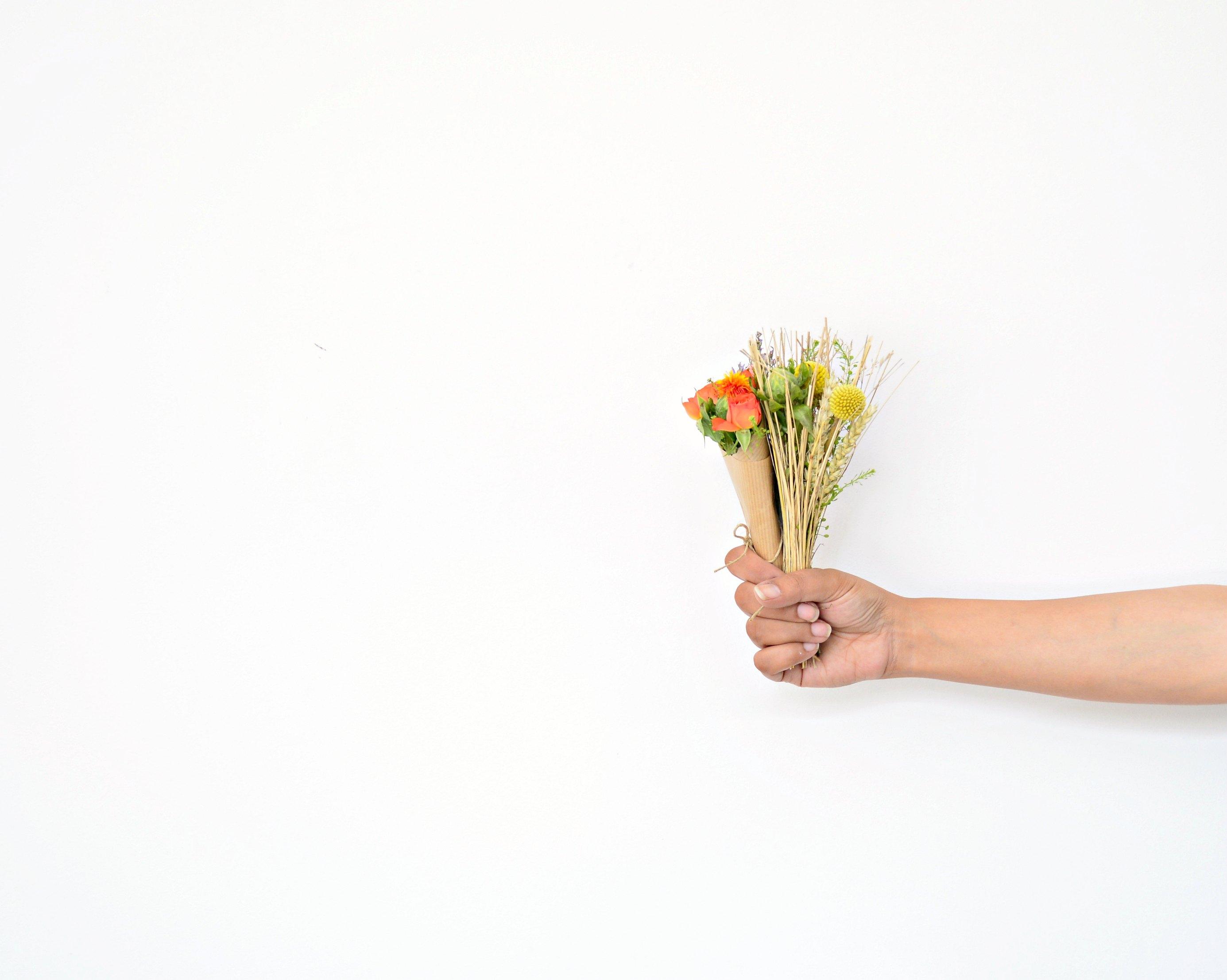 Make someone smile how to wrap mini bouquets to gift diy home how to wrap a mini bouquet of flowers izmirmasajfo