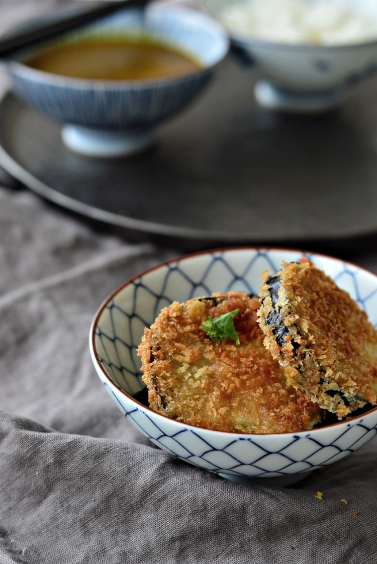 Love katsu curry? Try this easy homemade katsu curry recipe with crispy aubergine. Perfect for a meat free Monday!