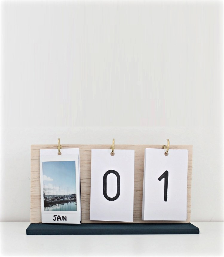 DIY photo desk calendar