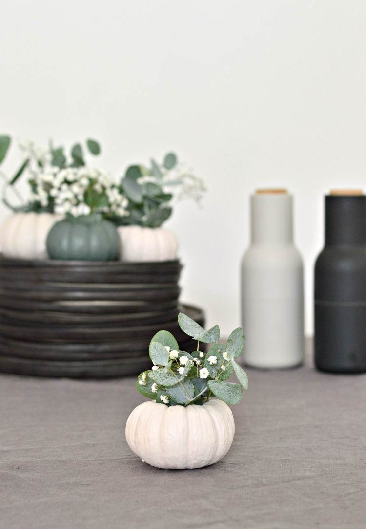 mini pumpkin decoration idea