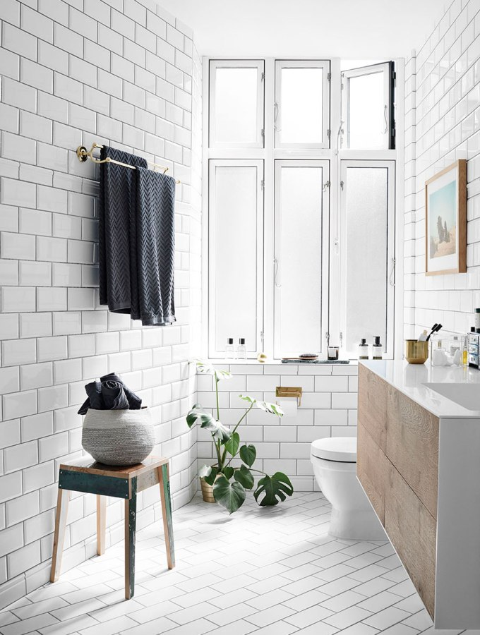 how to make an old bathroom look new