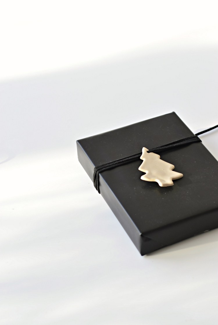 minimalist Christmas gift wrap ideas