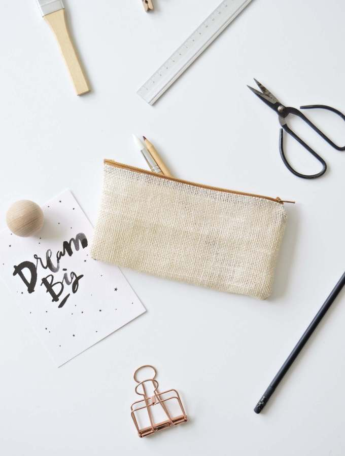 DIY no sew pencil case in natural jute (burlap)