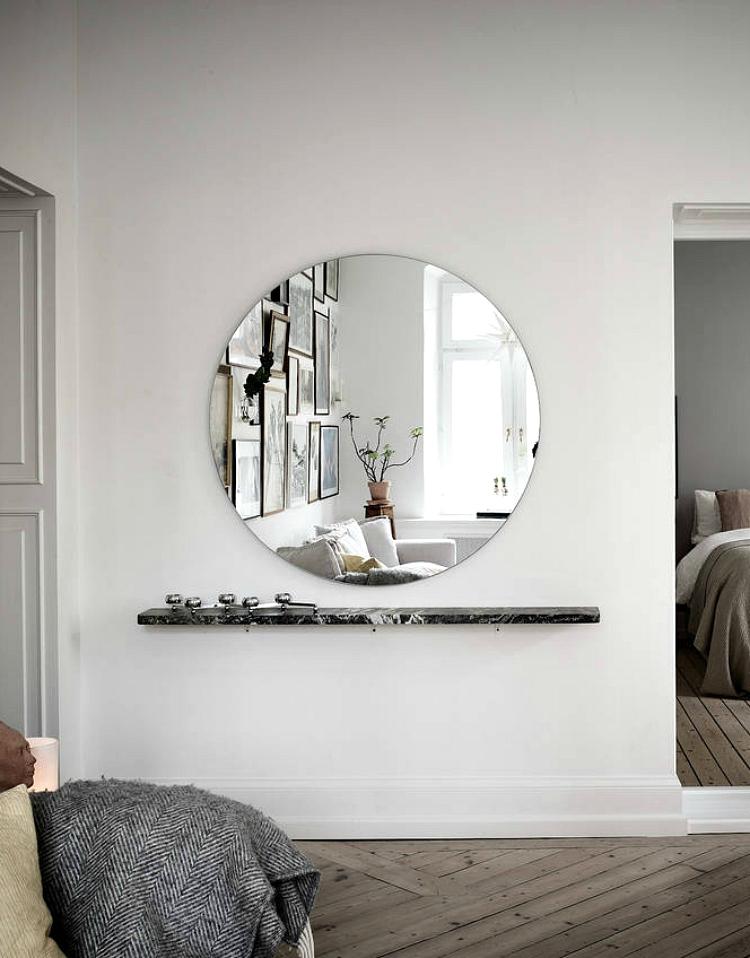 use mirror to lighten room