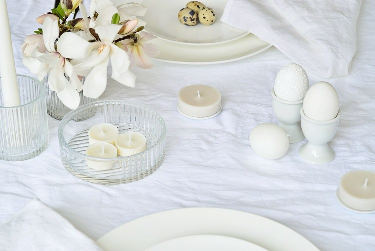 how to decorate your Easter table
