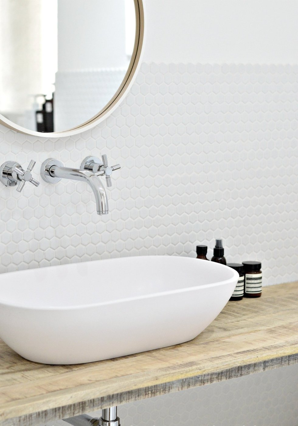 round bathroom wall mirror