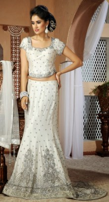 White Bridal Lehenga Trend On Pakistani Weddings 8